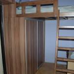 skříň s patrem na spaní