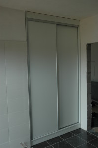 vestavěná šatní skříň